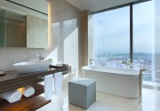The-Westin-Singapore---Guest-Bathroom-with-a-view