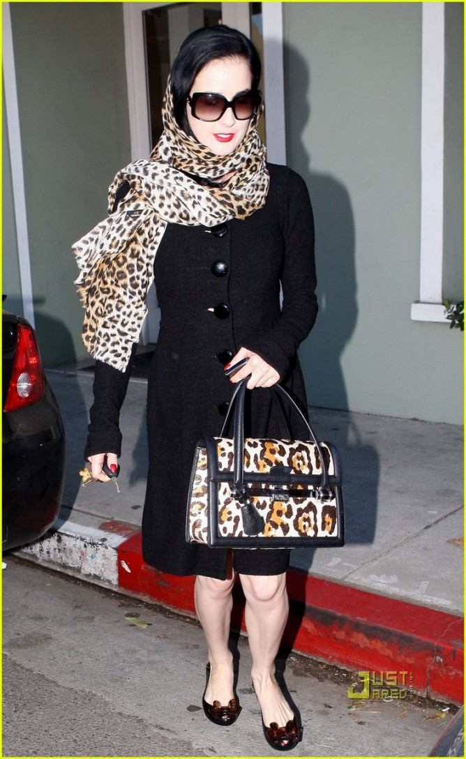 EXCLUSIVE... Dita Von Teese Looks Classy Even After The Gym!